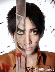 Shingeki no Kyojin Cosplay Human or Titan