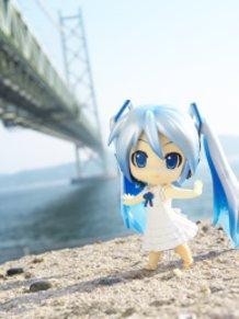 Snow Miku and Akashi Kaikyo Bridge