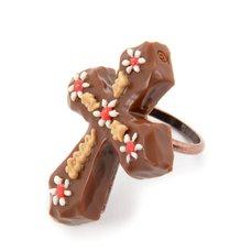 Q-pot. Parlor Cross Chocolat Ring